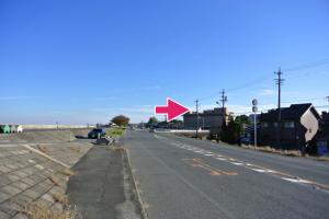伊勢大橋近くの堤防沿い